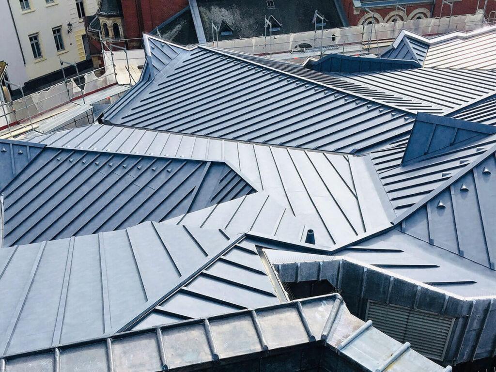 Erbacher Hof Mainz - Sanierung der Bleieindeckung in Aluminium Leistendeckung