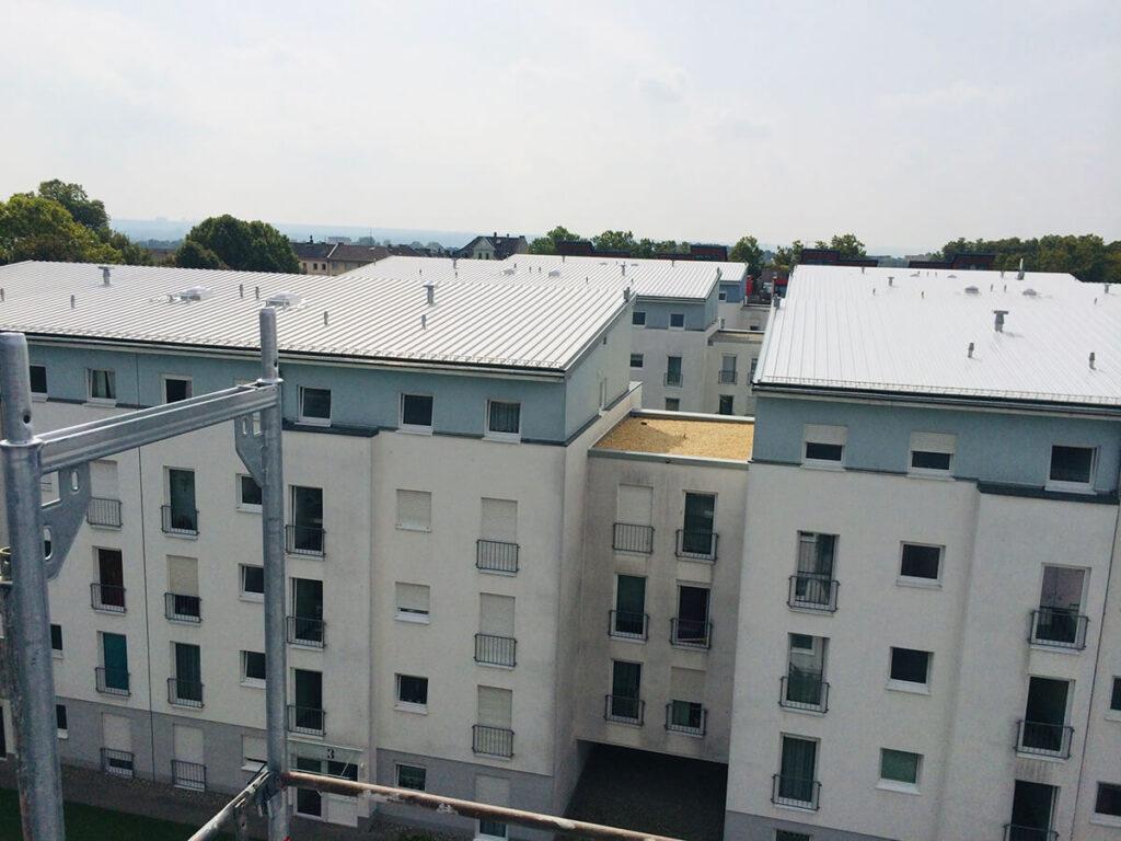 Wohnanlage Wiesbaden - Sanierung der Dachflächen mit Kal-Zip Aluminiumstehfalz
