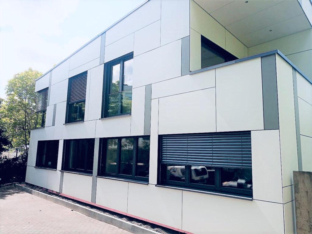 Marburg Bürogebäude - Fassadenbekleidung Rieder-Beton