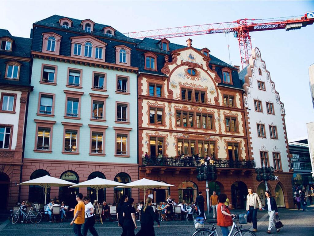 Markthäuser in Mainz - Historische Marktfassaden mit Schiefereindeckung