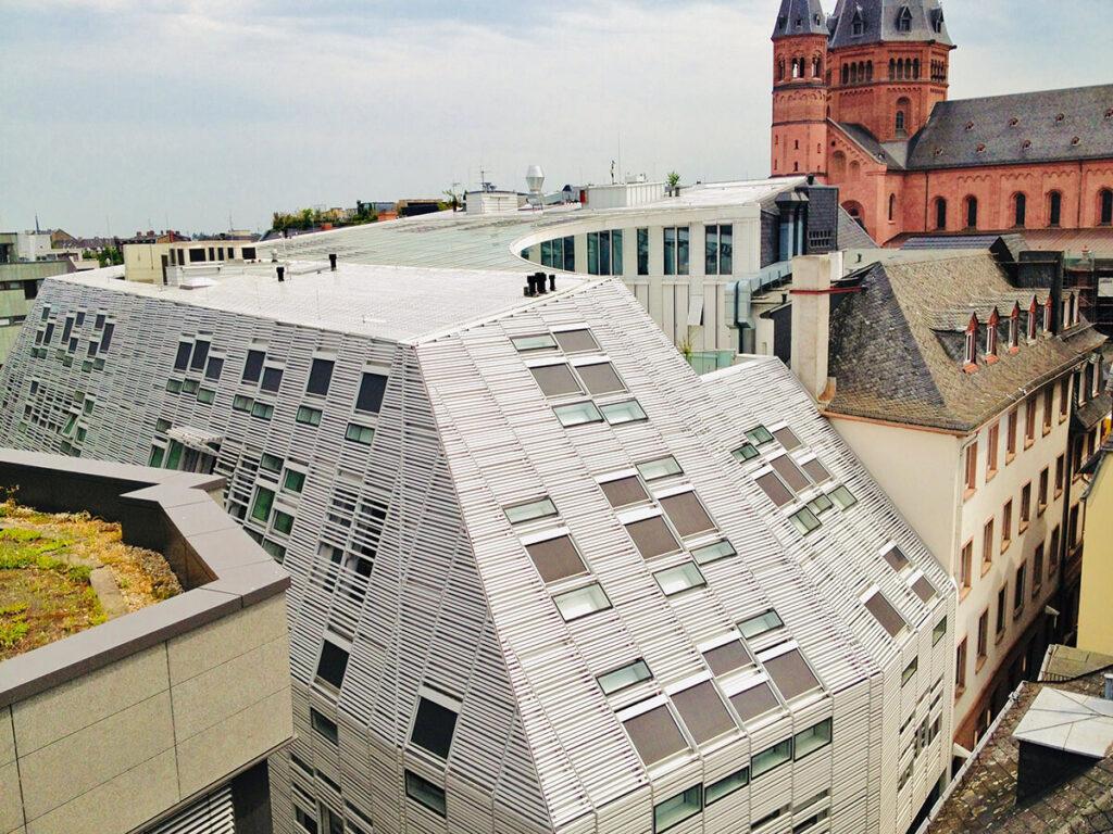 Markthäuser in Mainz - Aluminium Dacheindeckung und Bekleidung mit Keramikbaguettes