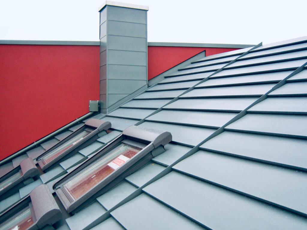 Wohnhaus Mainz - Neueindeckung mit schwarzem Zink System Quickstep