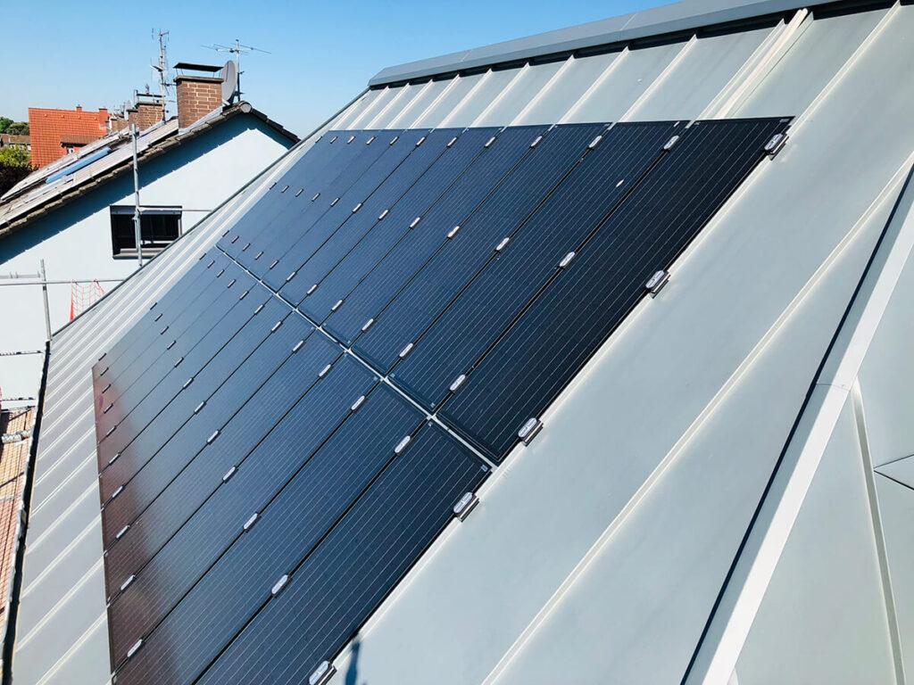 Wohnhaus Egelsbach - Doppelstehfalzeindeckung Rheinzink vorbewittert inkl. Dünnschicht Solar