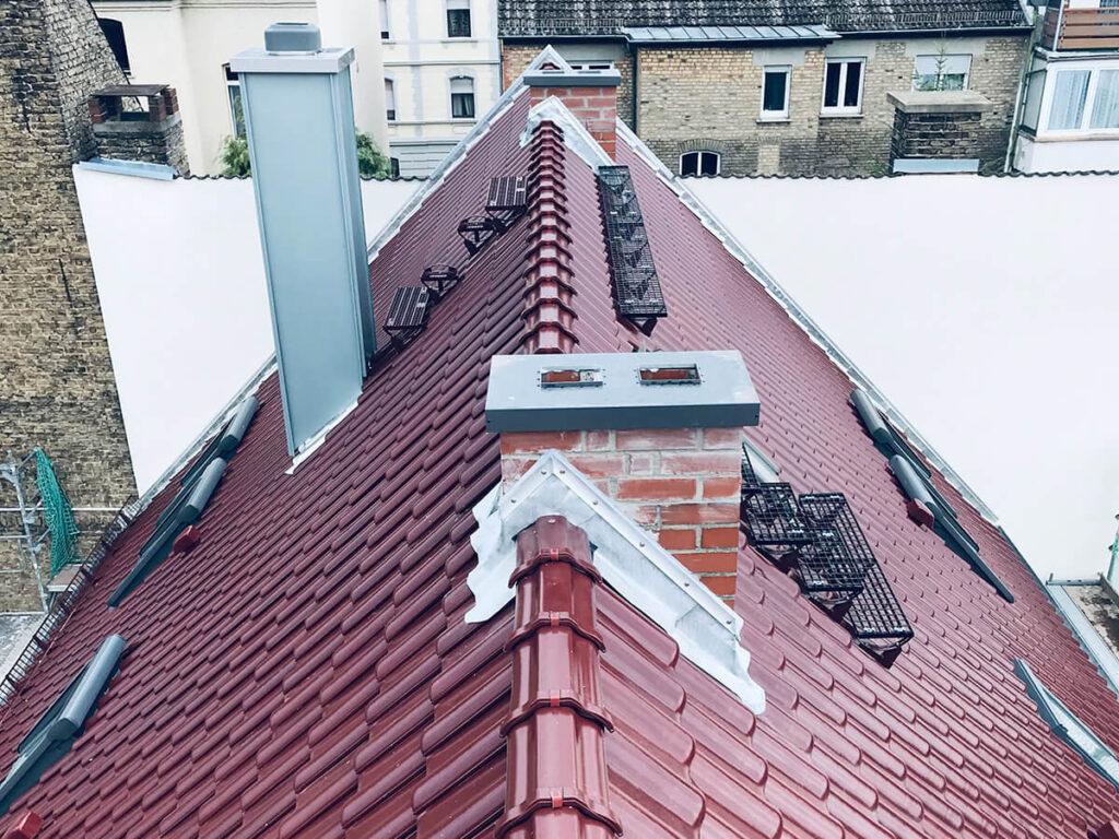 Wohnhaus Wiesbaden - Energetische Dachsanierung mit Aufsparrendämmung und Tonziegel